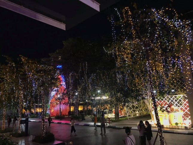"""Đại học Thăng Long ngập tràn không khí Giáng sinh sớm, hội sinh viên tha hồ """"sống ảo"""" ảnh 10"""