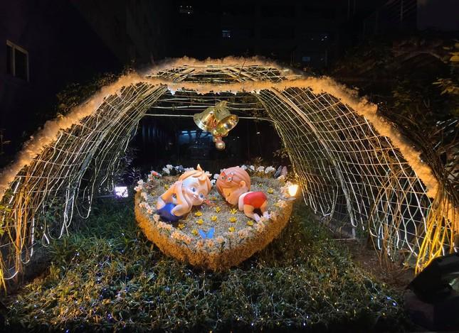 """Đại học Thăng Long ngập tràn không khí Giáng sinh sớm, hội sinh viên tha hồ """"sống ảo"""" ảnh 13"""