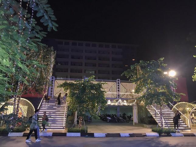 """Đại học Thăng Long ngập tràn không khí Giáng sinh sớm, hội sinh viên tha hồ """"sống ảo"""" ảnh 9"""