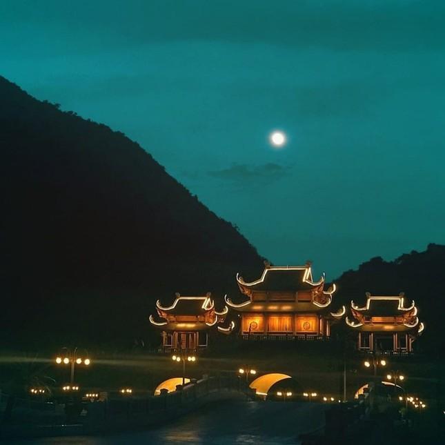 Du Xuân đầu năm tại ngôi chùa lớn nhất Việt Nam, phong cảnh yên bình và đẹp như một thước phim điện ảnh ảnh 12