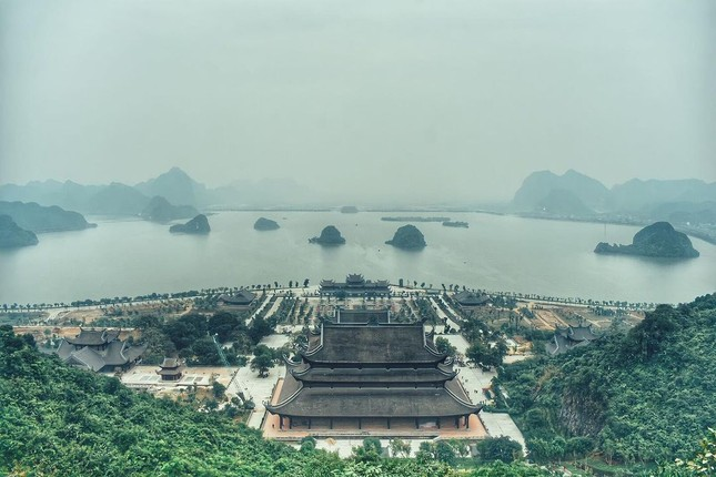 Du Xuân đầu năm tại ngôi chùa lớn nhất Việt Nam, phong cảnh yên bình và đẹp như một thước phim điện ảnh ảnh 1