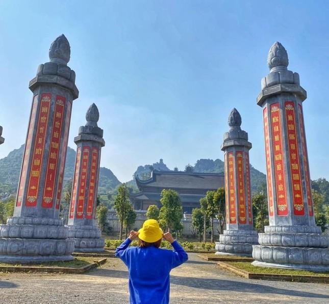 Du Xuân đầu năm tại ngôi chùa lớn nhất Việt Nam, phong cảnh yên bình và đẹp như một thước phim điện ảnh ảnh 5
