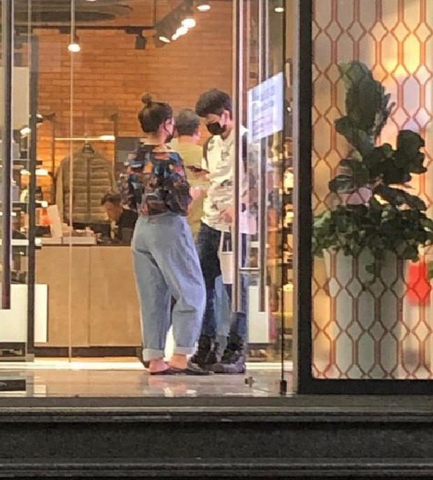 Gil Lê và Hoàng Thùy Linh tiếp tục vướng nghi vấn hẹn hò khi dính nhau như sam ảnh 4