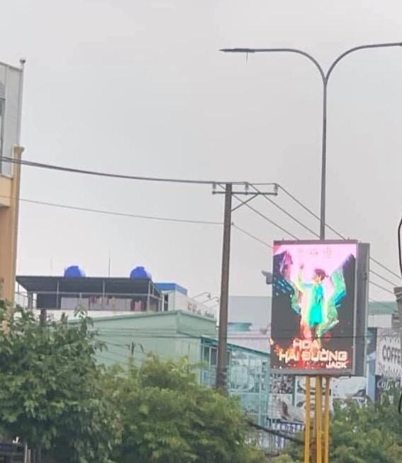 """Fan ủng hộ Jack """"không tiếc tay"""", poster MV mới xuất hiện trên con đường lớn ở Bến Tre ảnh 3"""