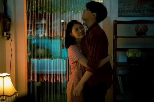 """Teaser MV mới của Ngô Kiến Huy """"sặc mùi drama"""" về chuyện tình tay ba ảnh 2"""