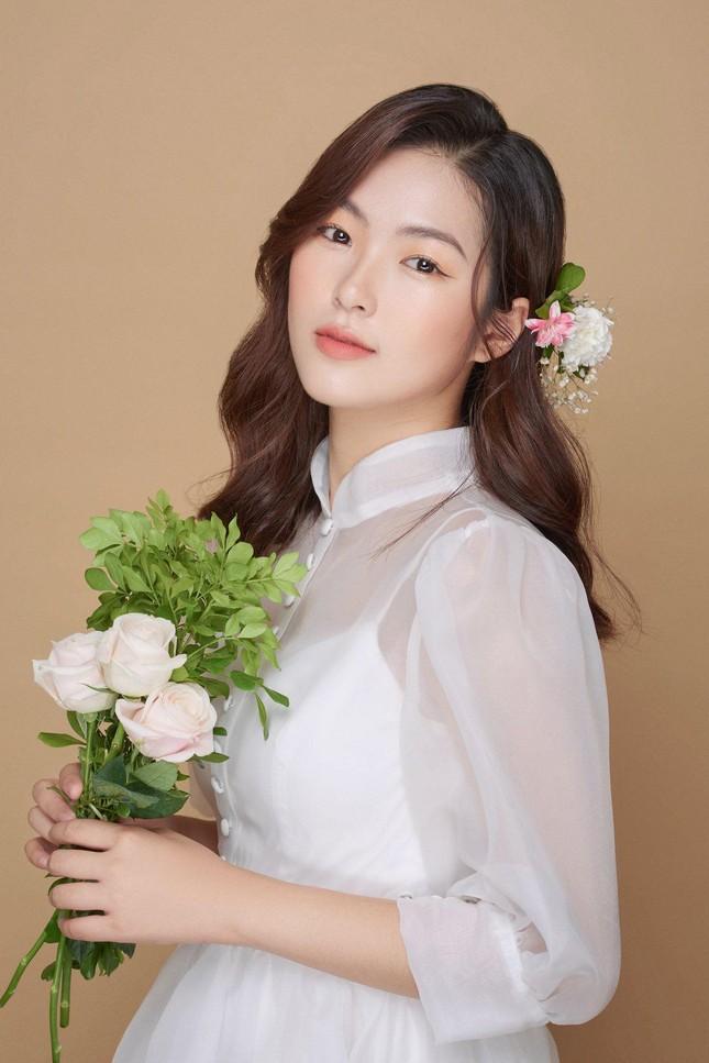 """Nữ chính MV """"Hoa Hải Đường"""" có vẻ ngoài gây thương nhớ, thân hình quyến rũ bất ngờ ảnh 2"""