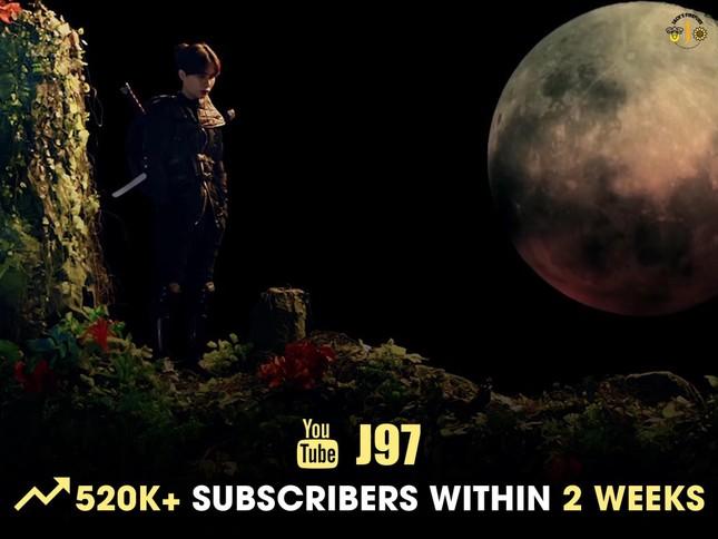 """Kênh YouTube của Jack tăng hơn nửa triệu người đăng ký sau MV """"Hoa Hải Đường"""" ảnh 1"""