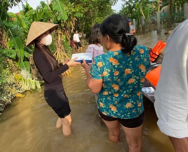 """Thủy Tiên nói về việc đi cứu trợ miền Trung: """"Đã làm thì không sợ, đã sợ thì không làm"""" ảnh 3"""