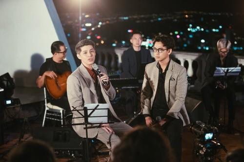 Noo Phước Thịnh lần đầu diễn live ca khúc mới tại ngọn hải đăng cổ nhất Đông Nam Á ảnh 1