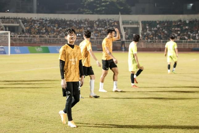 Jack ủng hộ đồng bào miền Trung 250 triệu đồng, ghi bàn chiến thắng đội Quang Hải ảnh 8