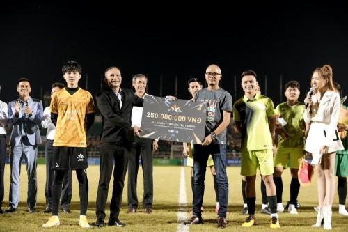 Jack ủng hộ đồng bào miền Trung 250 triệu đồng, ghi bàn chiến thắng đội Quang Hải ảnh 9