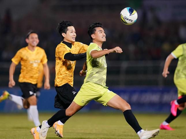 Jack ủng hộ đồng bào miền Trung 250 triệu đồng, ghi bàn chiến thắng đội Quang Hải ảnh 5