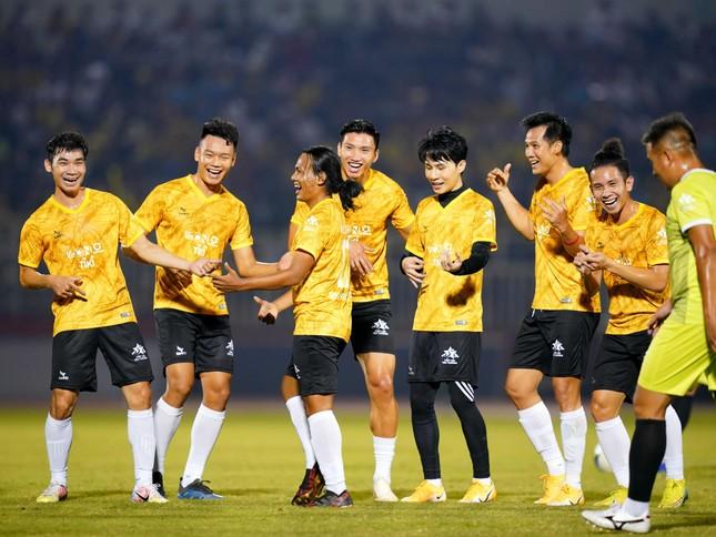 Jack ủng hộ đồng bào miền Trung 250 triệu đồng, ghi bàn chiến thắng đội Quang Hải ảnh 7