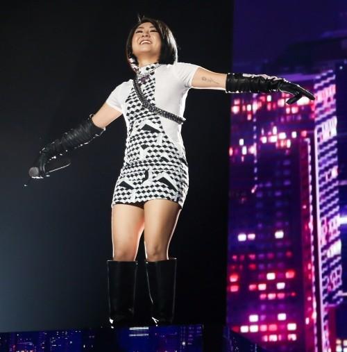 """Chung kết King Of Rap: Diva Mỹ Linh mang """"hit bự"""" 20 năm chơi hết mình cùng Right - Tuimi ảnh 2"""