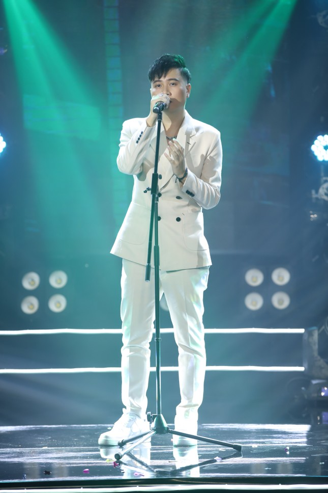 """Hiền Hồ xinh như búp bê, lần đầu hát live cực tình cảm hit """"Gặp nhưng không ở lại"""" ảnh 3"""