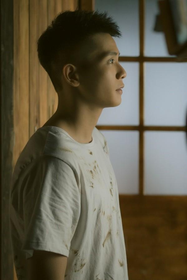 Dương Hoàng Yến, Quân A.P hé lộ chuyện tình trái ngang đẫm nước mắt trong MV mới ảnh 2