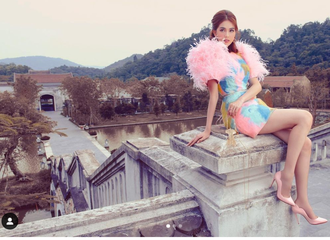 SỐC: Instagram Ngọc Trinh bất ngờ vượt mặt Chi Pu, lấp ló cán mốc Sơn Tùng M-TP ảnh 6