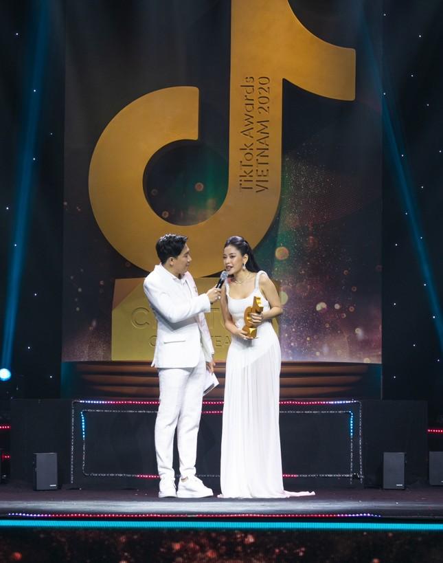 """Điều gì giúp Chi Pu nhận được giải thưởng TikTok ở hạng mục """"Nữ nghệ sĩ ấn tượng của năm""""? ảnh 2"""