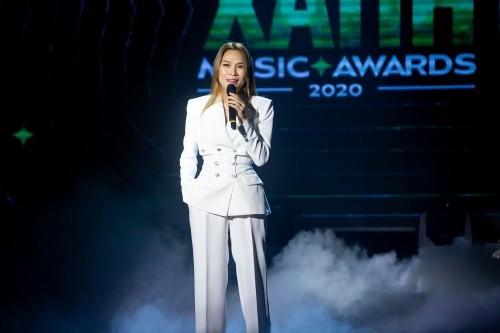 """""""Làn sóng xanh 2020"""": Binz, Jack, Amee thắng """"đậm"""", Hòa Minzy nức nở khi lần đầu nhận giải ảnh 9"""