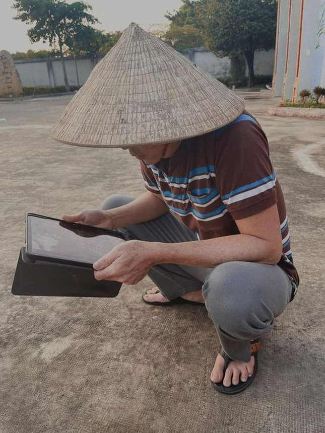 """Nam Thư có màn đáp trả """"đầy muối"""" khi có ý kiến cho rằng ăn theo NSƯT Hoài Linh ảnh 1"""