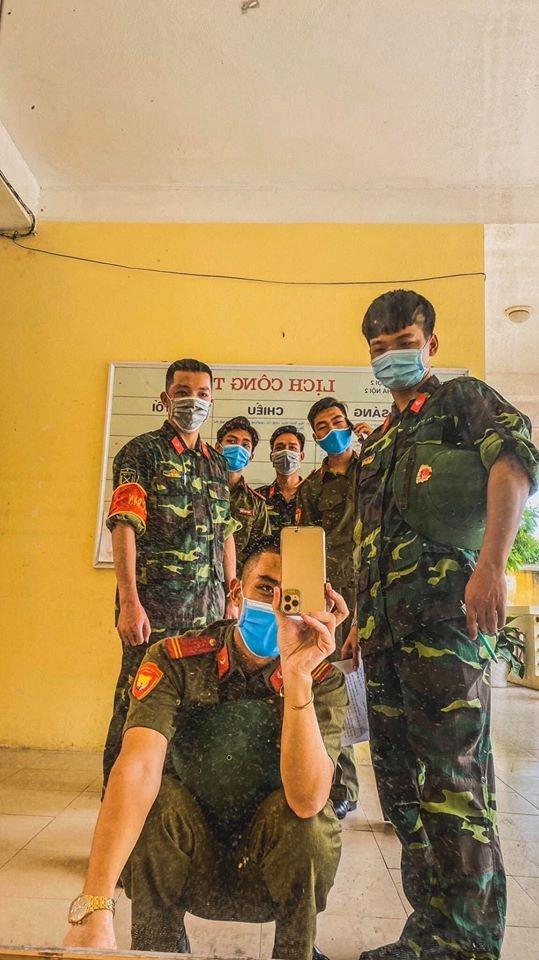 Kỳ quân sự đáng nhớ của sinh viên Đại học Kinh Tế Quốc Dân giữa mùa dịch COVID-19 ảnh 3