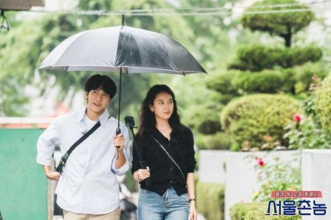 """Lee Seung Gi và Han Hyo Joo tái hợp sau 11 năm, fan phải thốt lên """"đẹp đôi hoàn hảo"""" ảnh 1"""