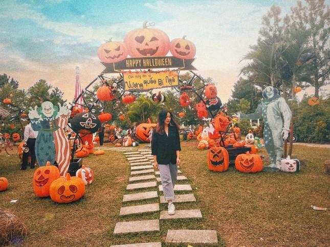 """Đi đâu để cảm thấy """"rùng hết cả mình"""" trong dịp lễ hội Halloween tại Hà Nội? ảnh 1"""