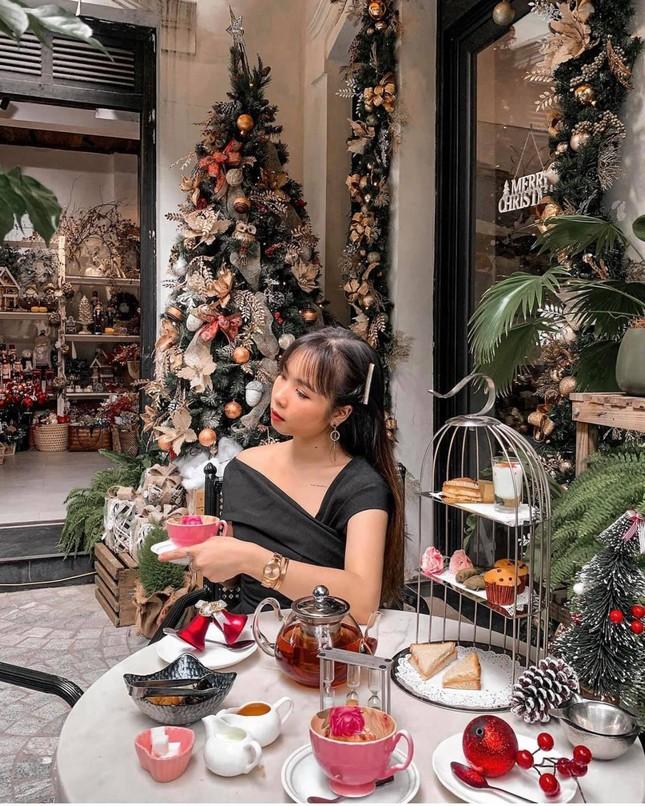 """Top 5 quán cà phê đáng yêu, đẹp và """"ngầu"""" nhất định bạn phải ghé vào mùa Giáng sinh này ảnh 12"""