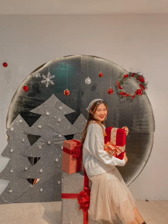 """Top 5 quán cà phê đáng yêu, đẹp và """"ngầu"""" nhất định bạn phải ghé vào mùa Giáng sinh này ảnh 9"""