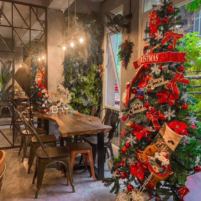 """Top 5 quán cà phê đáng yêu, đẹp và """"ngầu"""" nhất định bạn phải ghé vào mùa Giáng sinh này ảnh 4"""