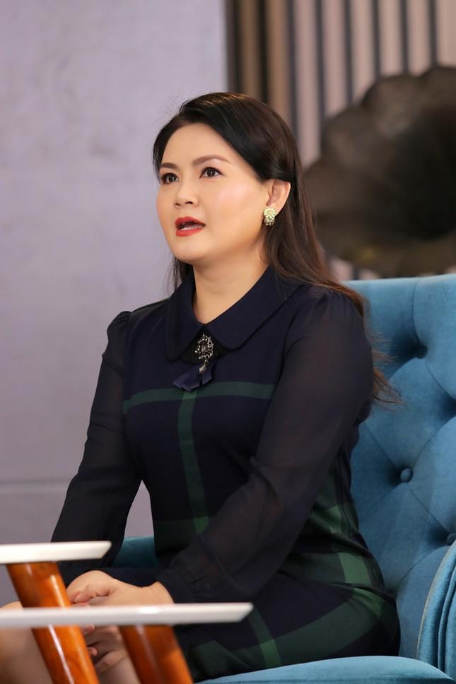 Vợ ba của NSƯT Kim Tử Long nói về quan hệ với hai vợ cũ và con riêng của chồng ảnh 1
