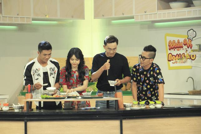 Bạn gái tin đồn của Ngô Kiến Huy xuất hiện đẹp 'hút hồn' tại show ẩm thực ảnh 2