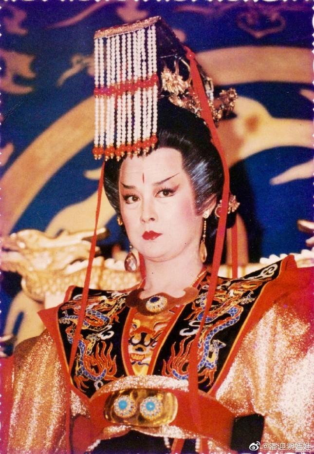 Ngỡ ngàng vẻ trẻ đẹp ở tuổi 71 của Tiểu Long Nữ phim 'Thần điêu đại hiệp 1984' ảnh 9