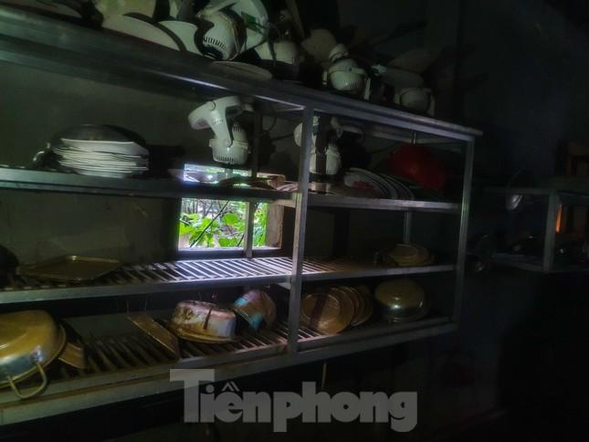Người dân Quảng Trị mòn mỏi chờ lũ rút để được nấu cơm ảnh 11