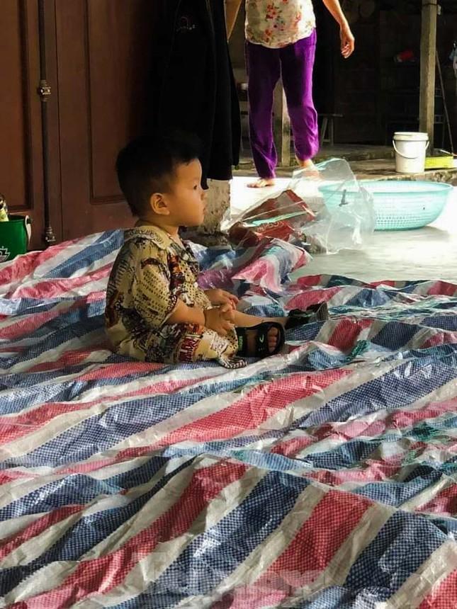 Người dân Quảng Trị mòn mỏi chờ lũ rút để được nấu cơm ảnh 14