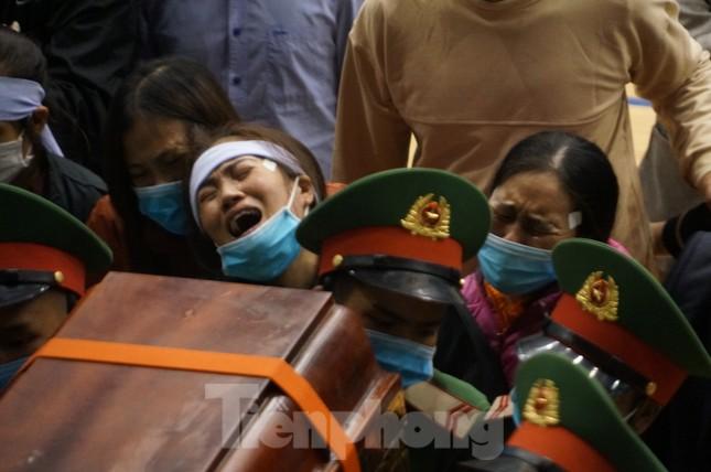 Nhói lòng cảnh thân nhân 22 chiến sĩ hy sinh ở Quảng Trị gọi tên con trong nước mắt ảnh 12