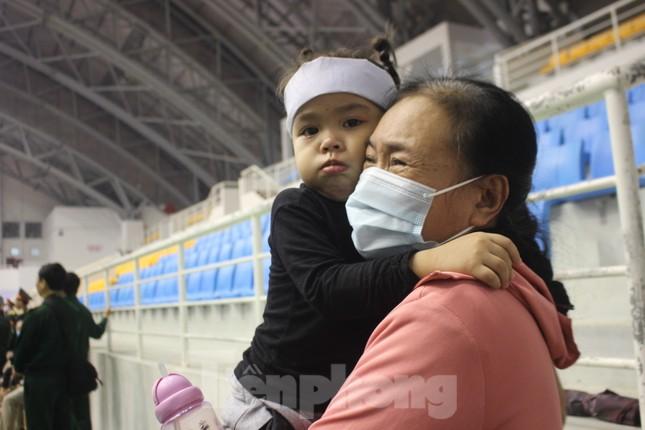 Nhói lòng cảnh thân nhân 22 chiến sĩ hy sinh ở Quảng Trị gọi tên con trong nước mắt ảnh 7