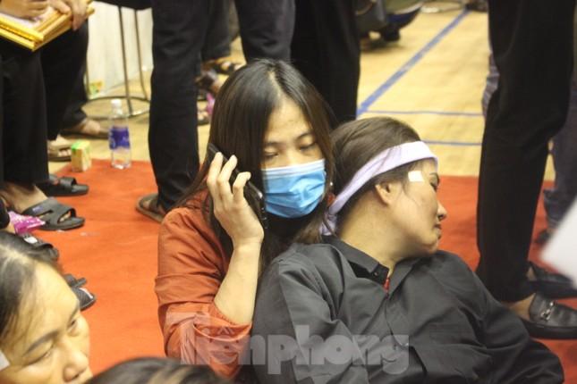 Nhói lòng cảnh thân nhân 22 chiến sĩ hy sinh ở Quảng Trị gọi tên con trong nước mắt ảnh 9