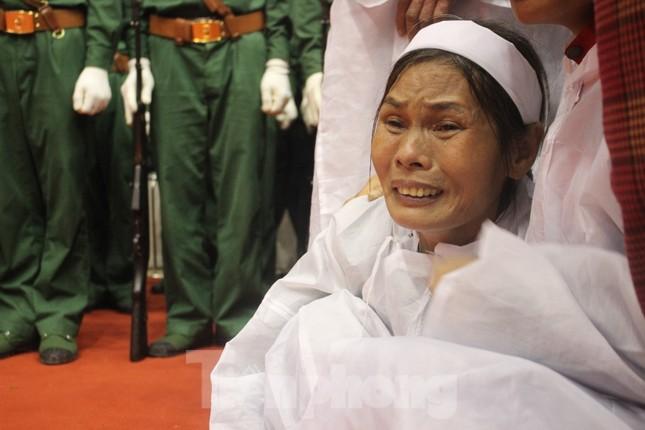 Nhói lòng cảnh thân nhân 22 chiến sĩ hy sinh ở Quảng Trị gọi tên con trong nước mắt ảnh 10