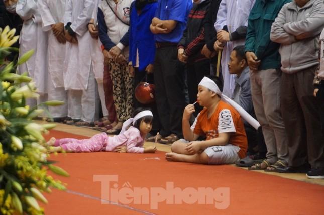 Nhói lòng cảnh thân nhân 22 chiến sĩ hy sinh ở Quảng Trị gọi tên con trong nước mắt ảnh 8