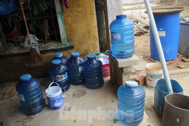 12 ngày không điện, không nước và không cơm của xóm nghèo bị cô lập trong lũ ảnh 4