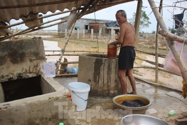 12 ngày không điện, không nước và không cơm của xóm nghèo bị cô lập trong lũ ảnh 3