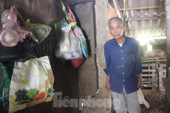 12 ngày không điện, không nước và không cơm của xóm nghèo bị cô lập trong lũ ảnh 2
