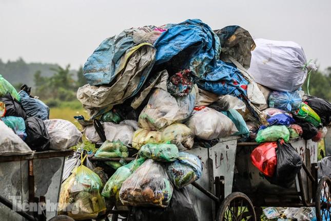 Người dân chặn đường vào bãi rác Nam Sơn, vì sao? ảnh 3