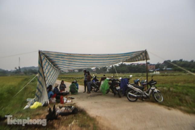 Người dân chặn đường vào bãi rác Nam Sơn, vì sao? ảnh 2
