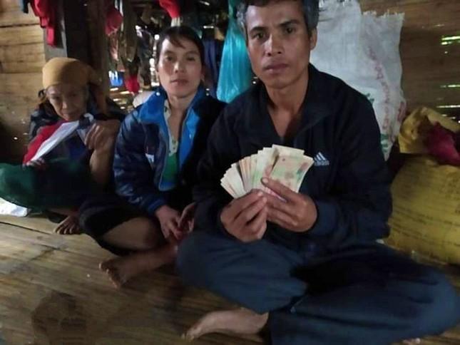Dân mạng rần rần ca ngợi hành động trả lại tiền trong đồ cứu trợ của người dân vùng lũ ảnh 3