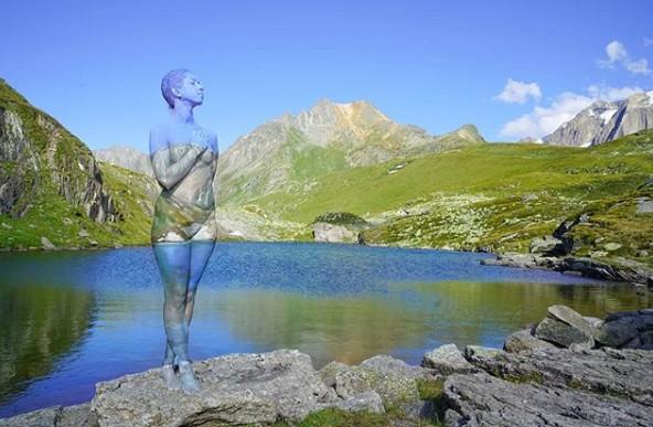 Sửng sốt với bộ ảnh 'body-painting' siêu thực trong giá lạnh 0 độ C ảnh 8