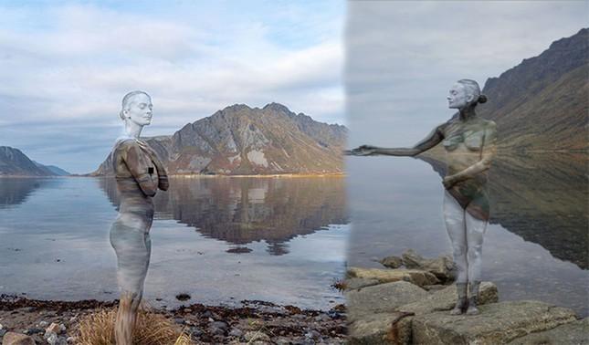 Sửng sốt với bộ ảnh 'body-painting' siêu thực trong giá lạnh 0 độ C ảnh 1
