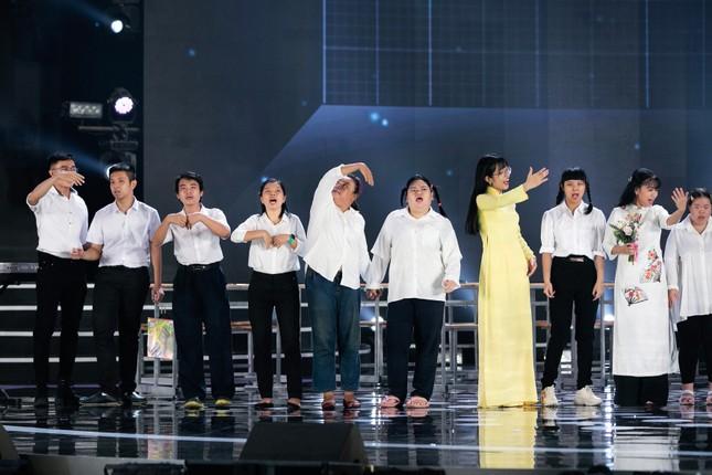 Tiết mục xúc động nhất đêm Chung kết Hoa hậu Việt Nam 2020 ảnh 13