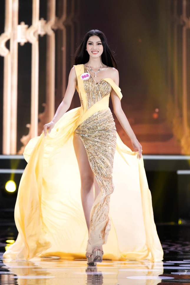 Phát 'sốt' với body nóng bỏng của Người đẹp Biển-Á hậu 2 Hoa hậu Việt Nam 2020 ảnh 2